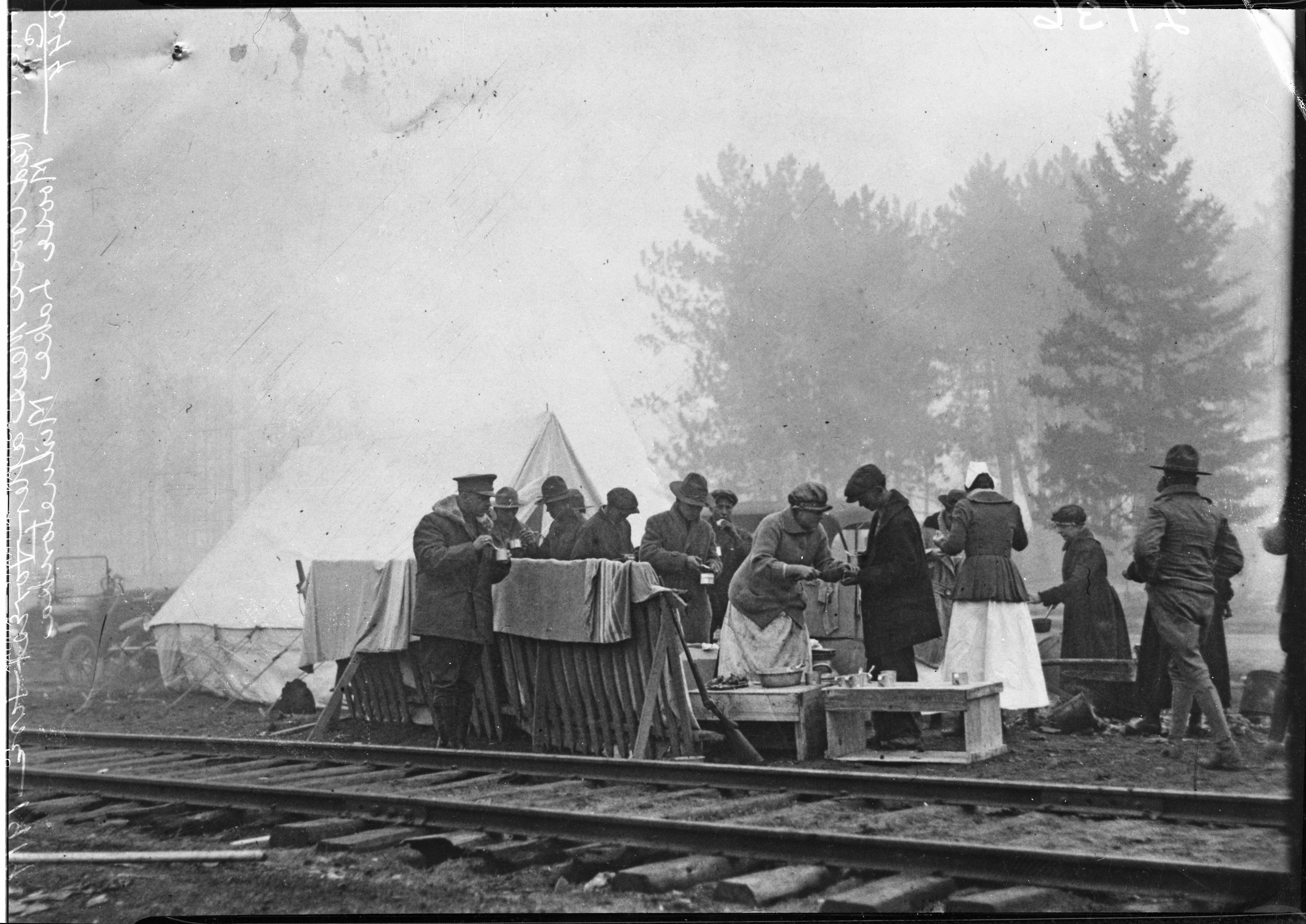 The Red Cross served meals to fire survivors in Minnesota. Photos courtesy of the Minnesota Historical Society